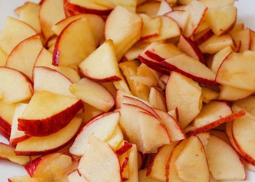 maçã picada - bolo de maçã ou banana vegano sem glúten aloka do bicho